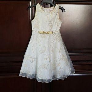 Youngland sz 5 cream and gold sparkle dress
